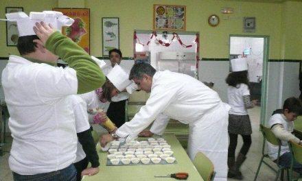 Alumnos del centro de discapacitados de Moraleja elaboran un belén comestible con aceite DOP Gata-Hurdes