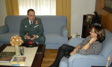 La delegada del Gobierno en Extremadura recibe al director de la Academina de Tráfico de la Guardia Civil