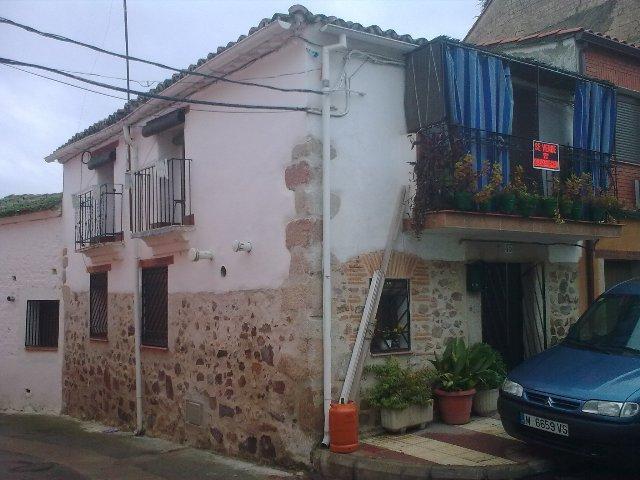 La activista ecologista Paca Blanco pone en venta su casa de El Gordo debido al acoso que sufre de los vándalos
