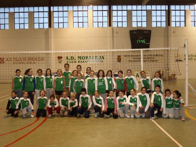 El pabellón de Moraleja registra un récord de 240 participantes durante la concentración de Minivoley