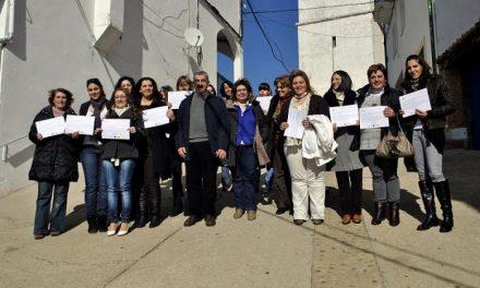 Castañar de Ibor forma a 15 mujeres en atención sociosanitaria a través del Proyecto Isla de Diputación