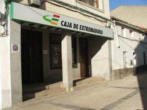 Caja Extremadura cerrará al público dos de sus oficinas de Coria y Moraleja el próximo mes de marzo