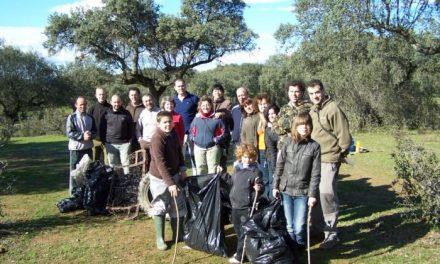 Andares organiza una nueva jornada de limpieza en la dehesa de Montehermoso para el próximo domingo