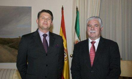 El interés por un intercambio cultural y turístico centra el encuentro entre Tovar y el embajador checo
