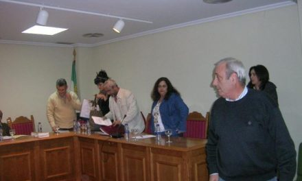 El pleno de Moraleja finaliza con la expulsión de dos ediles socialistas y el abandono del resto de concejales