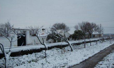 La nieve dificulta la circulación en cinco carreteras de Sierra de Gata, el Valle del Ambroz y el Jerte