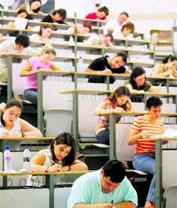 Extremadura dará a conocer este lunes si se convocan o no oposiciones al cuerpo de maestros durante este año