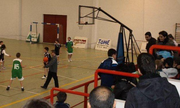 Moraleja acoge una concentración de minibasket con la participación de un centenar de jugadores