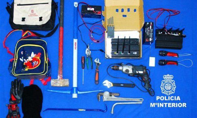 La policía de Badajoz frustra el robo de gran cantidad de objetos de telefonía de una nave del polígono El Nevero