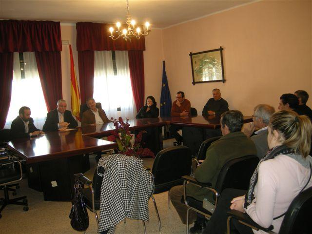 Juan Andrés Tovar visita las obras de la Diputación en Membrío y se reúne con los colectivos sociales