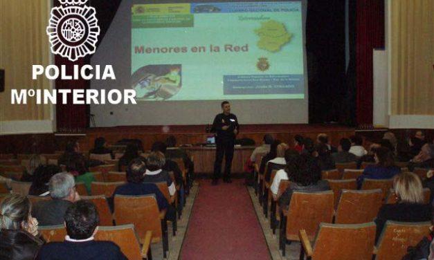"""La Policía advierte a los padres del Instituto """"Donoso Cortés"""" de Don Benito sobre los peligros de internet"""