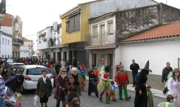 Los niños de la guardería Colorines de Moraleja protagonizan el primer desfile del carnaval