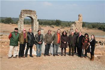 La intervención arqueológica en la ciudad romana de Cáparra saca a la luz la puerta suroeste del yacimiento