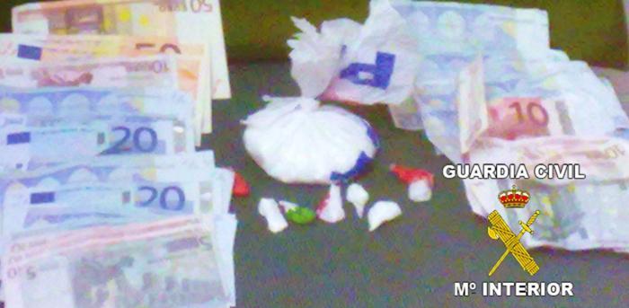 La Guardia Civil detiene a un joven de 25 años en Talavera la Real por  un presunto tráfico de drogas