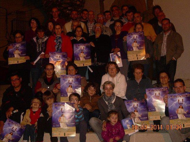 Los actores de la Pasión Viviente de Torrecilla de los Ángeles se unen en la presentación del cartel