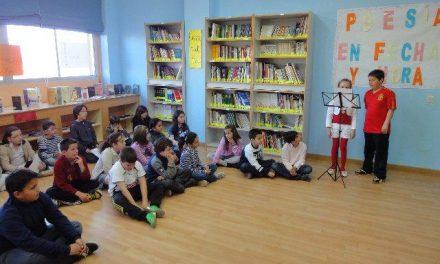 Los alumnos del Colegio Cervantes de Moraleja celebran el Día Mundial de la Poesía con una lectura