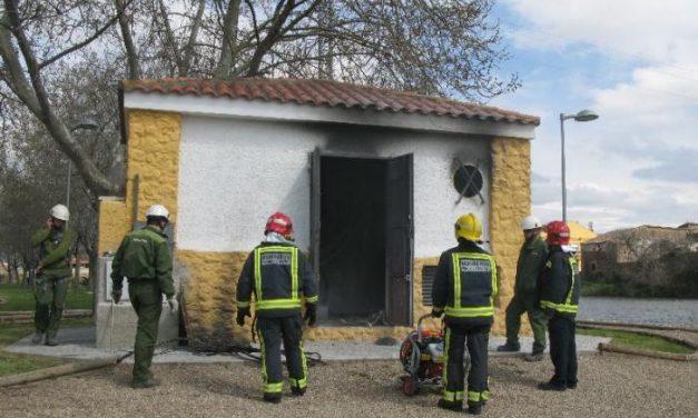 El incendio de un transformador en el parque fluvial de Moraleja obliga a intervenir a los bomberos
