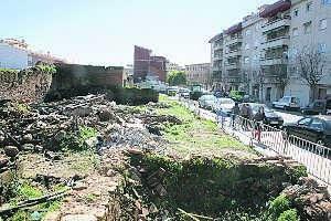 Los vecinos de la Avenida Alfonso VII de Coria piden al consistorio que exija la limpieza de solares en la zona