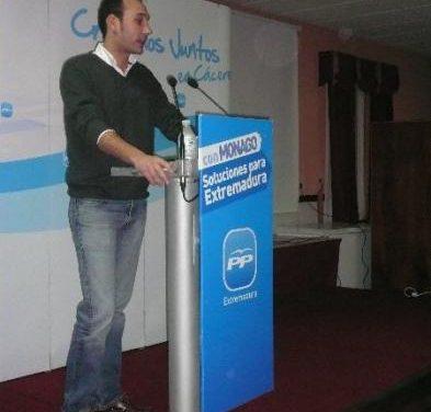El candidato del PP en Moraleja, Pedro Caselles, pide confianza en Monago para solucionar la crisis