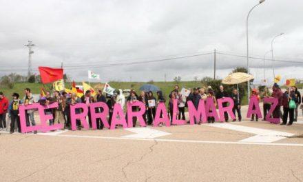 Unas 300 personas se concentran en la central nuclear de Almaraz pidiendo el cierre de las nucleares
