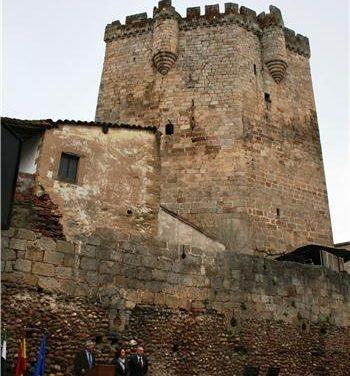 Coria estrena un nuevo espacio para las artes escénicas al aire libre en la barbacana del castillo