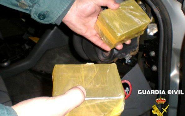 La Guardia Civil interviene 54 kilos de hachís y detiene a dos personas en carreteras de la zona de Zafra