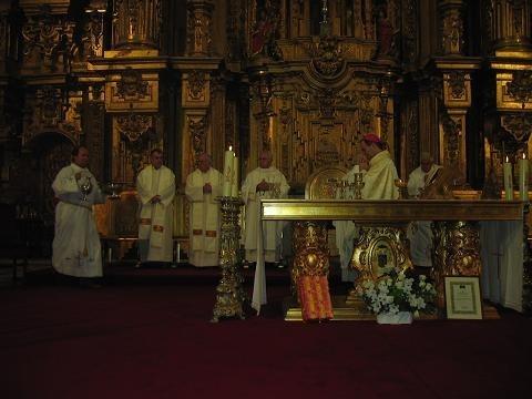 Baltasar Ballesteros recibe un homenaje en Coria con motivo de sus bodas de oro sacerdotales