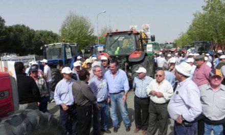 Los regantes del Orellana y UPA-UCE movilizan 500 tractores para protestar por la subida de las tarifas