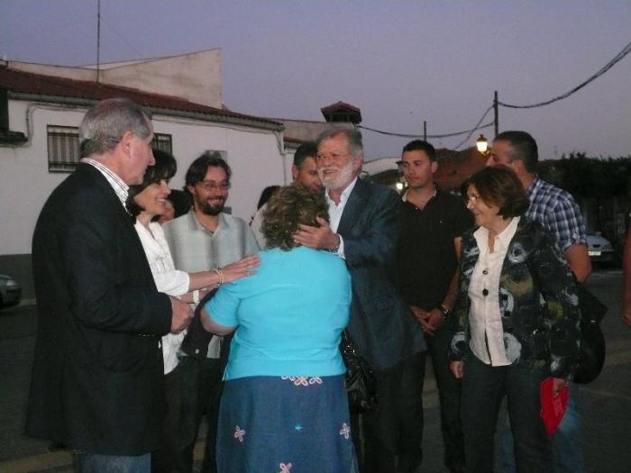 Teresa Roca presenta la lista del PSOE en Moraleja arropada por Rodríguez Ibarra y Ferreira