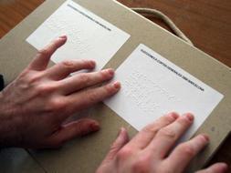 Las personas con discapacidad visual pueden solicitar el voto accesible hasta el 25 de abril