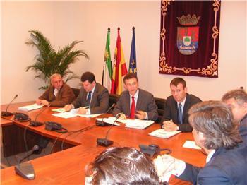 El consejero de Fomento anuncia la reforma del Plan de Vivienda de Extremadura a partir de enero