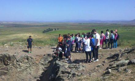 """Los alumnos del IESO """"Valdemedel"""" de Ribera del Fresno participan en una ruta al Cerro Hornachuelos"""