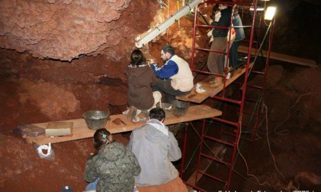 El Equipo de Primeros Pobladores inicia una nueva campaña de excavación en la cueva El Conejar