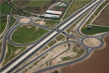 Fomento abre el nuevo tramo de la Ex-A1 mientras Hormigones Malpartida negocia el pago de la deuda