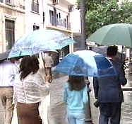 La fuerte lluvia impide abrir un colegio y provoca numerosas balsas de agua en la ciudad de Cáceres