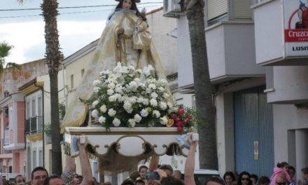 Decenas de fieles reciben a la patrona de Moraleja, la Virgen de la Vega, que estará en la localidad hasta el día 6