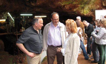 Primeros Pobladores invita a los ciudadanos a conocer las excavaciones de la Cueva El Conejar en unas jornadas