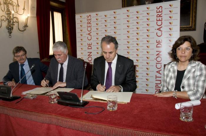 La Diputación de Cáceres y la Universidad de Extremadura renuevan sus convenios de colaboración