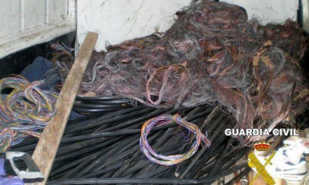 Detienen a dos jóvenes rumanos por el robo de cable telefónico de la línea Valdivia-Zurbarán-Palazuelos