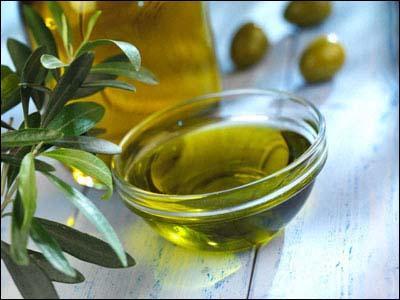 El Secretario de Estado de Medio Rural y Agua destaca la importancia del aceite de oliva para la economía