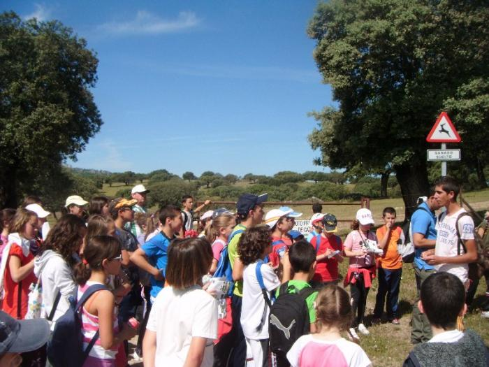 Alumnos del colegio Nuestra Señora de la O de Navas del Madroño visita la Zepa Canchos de Ramiro