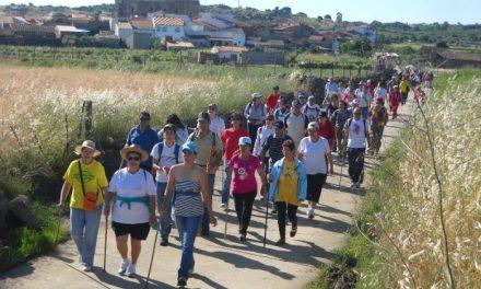 Más de 100 personas participan en la ruta del Contrabando entre Zarza la Mayor y Salvaterra