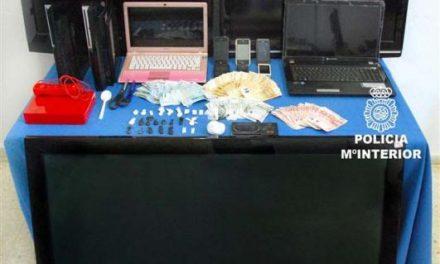 La Policía Nacional detiene en Badajoz a cuatro personas por tráfico de drogas en una vivienda pacense