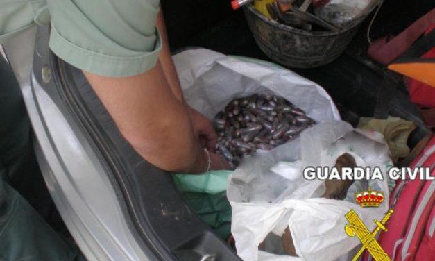 La Guardia Civil detiene a dos jóvenes cuando transportaban ocultos en un vehículo 4,5 kilos de hachís