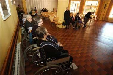 La subida de las pensiones mínimas del Gobierno para el año 2008 llegará a unos 125.000 extremeños