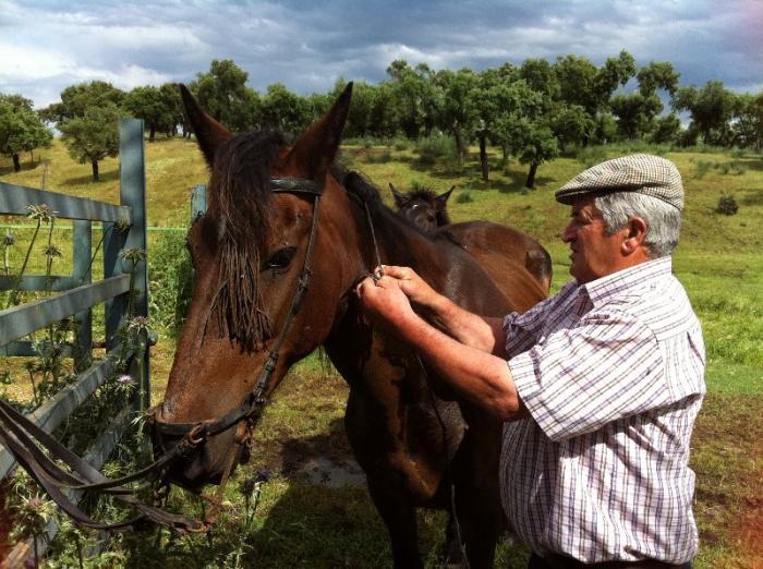 """El ganadero Enrique Serrano preocupado por su amigo Ortega Cano: """"es una persona que lo da todo"""""""