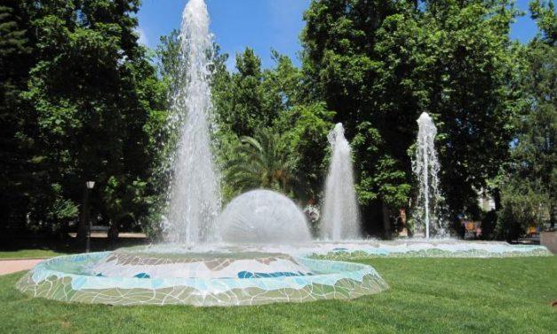 """El parque municipal """"Príncipe Felipe"""" de Montehermoso estrena una nueva fuente decorativa"""