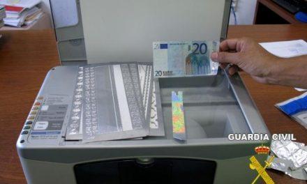 La Guardia Civil detiene a un joven de 20 años de Villafranca falsificador de billetes de 20 euros