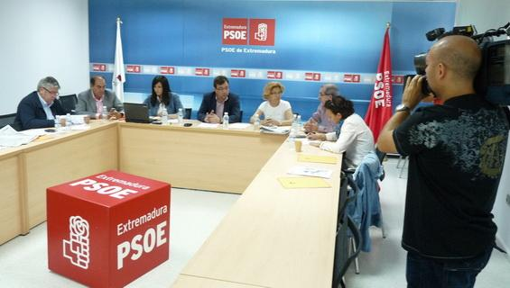 Fernández Vara advierte a IU que no cuente con el PSOE para una hipotética moción de censura contra el PP