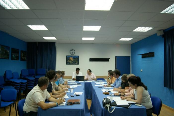 La Diputación de Cáceres repartirá sus delegaciones en cinco áreas de Gobierno y tendrá tres portavoces